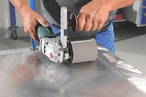 làm sạch bề mặt trước khi sử dụng sơn sắt mạ kẽm 1K